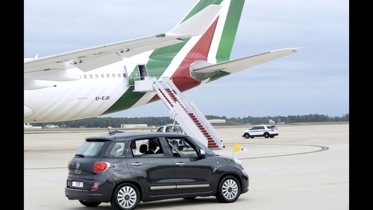 Fiat 500L usado pelo Papa Francisco é arrematado por R$ 325 mil
