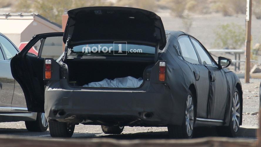 Photos espion - La Lexus LS 2018 dans la Vallée de la Mort