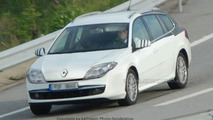 SPY PHOTOS: Renault Laguna Station Wagon