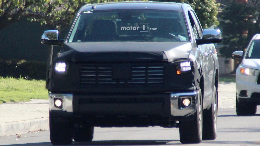 Toyota Tundra CrewMax yeni ön ızgarasıyla görüntülendi