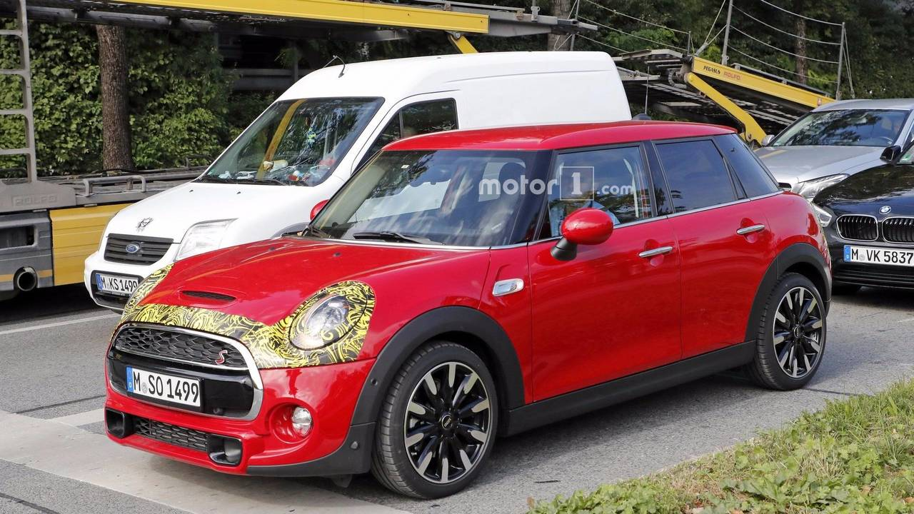 2018 Mini Cooper S Spotted With Union Jack Taillights
