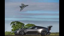 Aston Martin Vulcan, in pista con il bombardiere