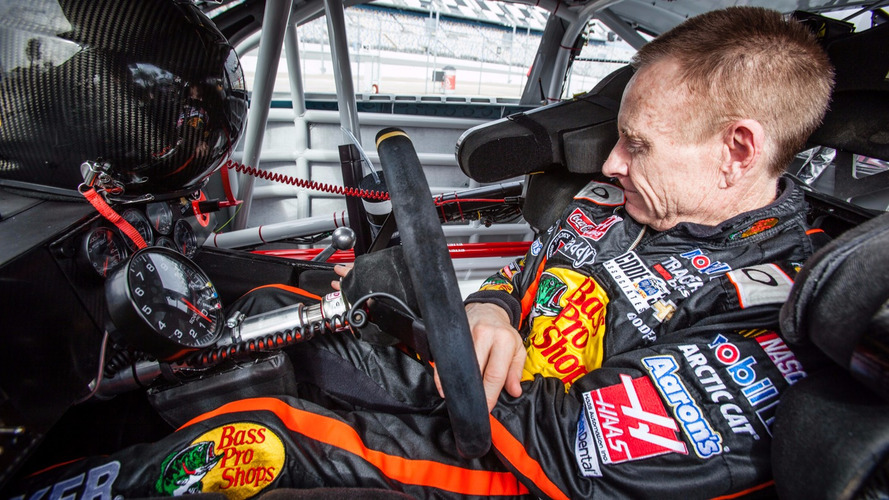Former NASCAR star Mark Martin to race stock cars in Canada