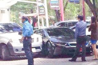 BMW i8 Crash in Thailand is World's First