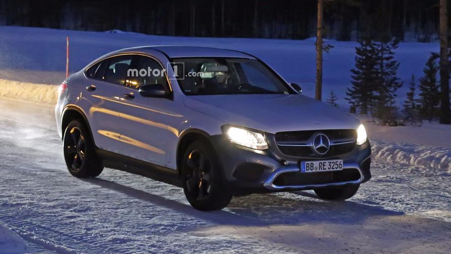 Mercedes'in elektrikli crossover'ı EQ yakalandı