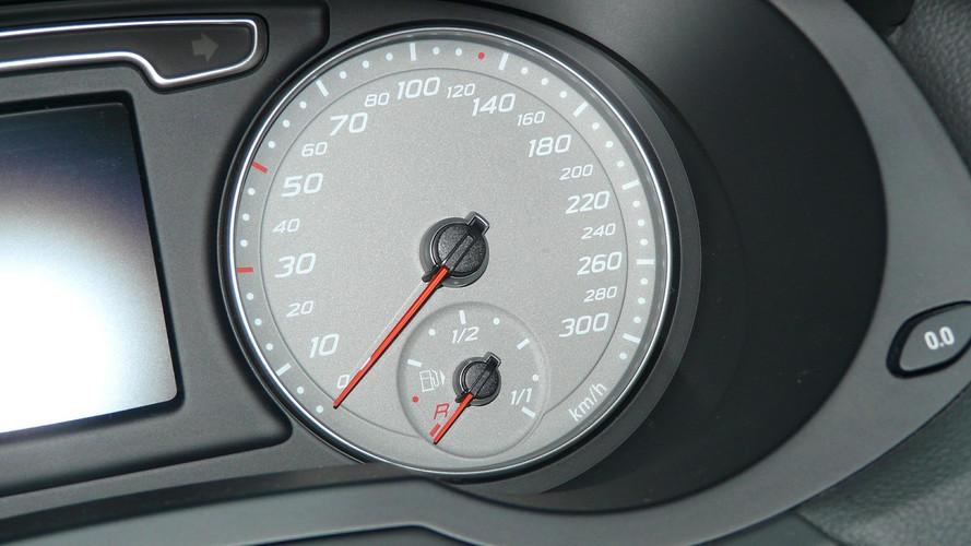 Mennyit mehetsz az autóval, miután felvillan az üzemanyagjelző lámpa?