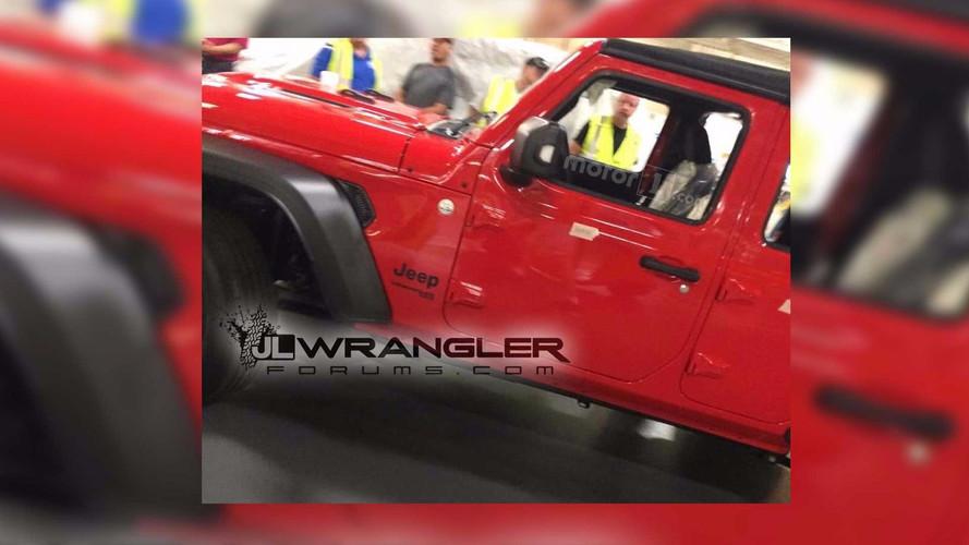 Flagra - Novo Jeep Wrangler surge sem disfarces