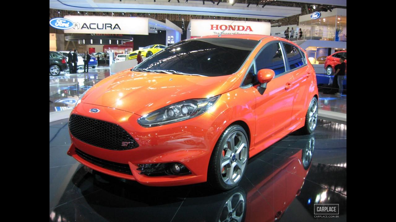 Salão do Automóvel: Peugeot 208 GTi e Ford Fiesta ST podem fazer briga de hot hatches em 2014