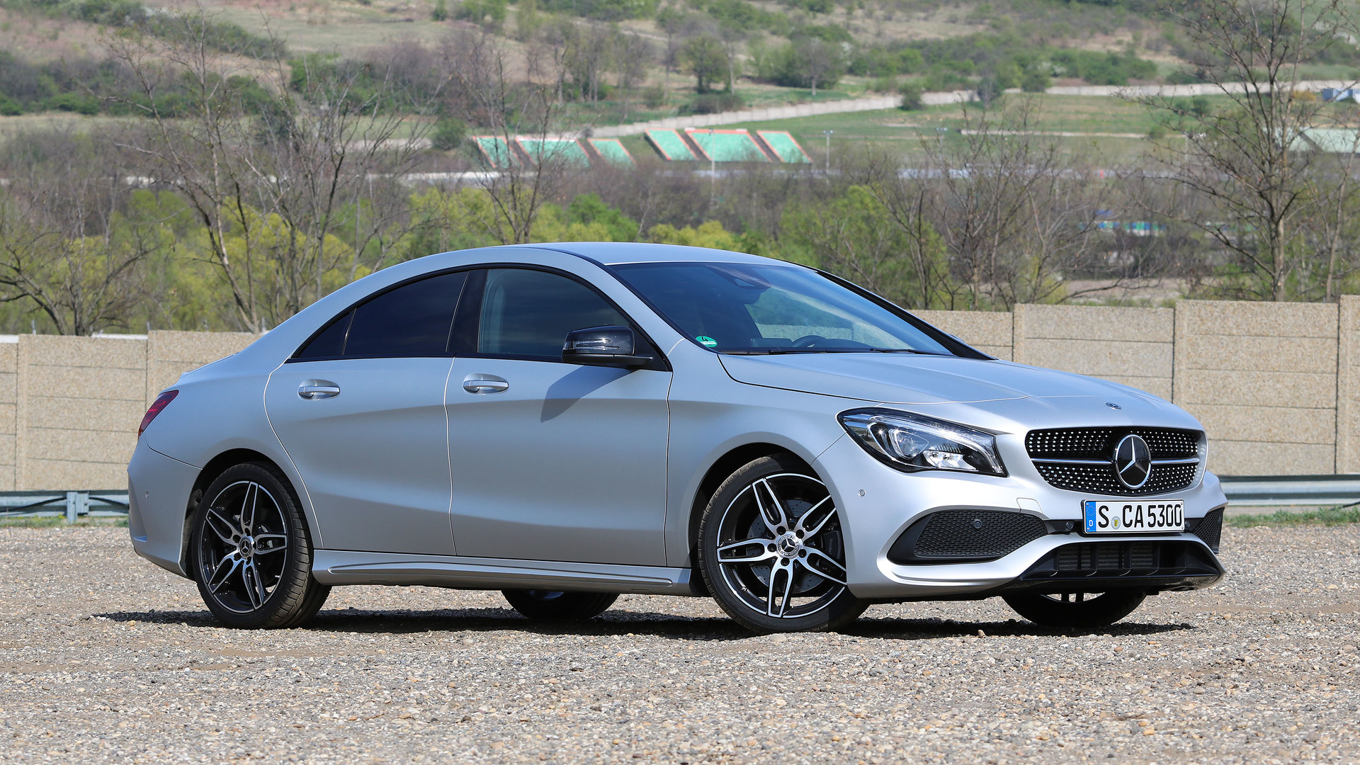 What are some features of the Mercedes Benz CLA250?