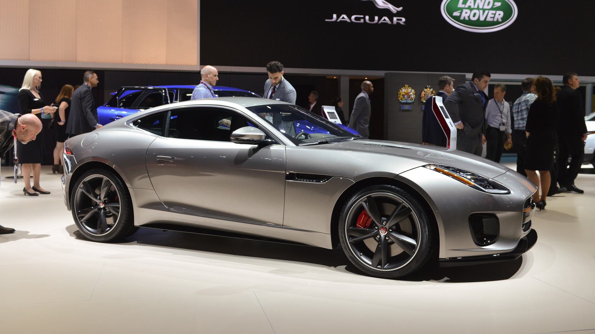 jag lets us listen to f type 39 s turbo four cylinder purr. Black Bedroom Furniture Sets. Home Design Ideas
