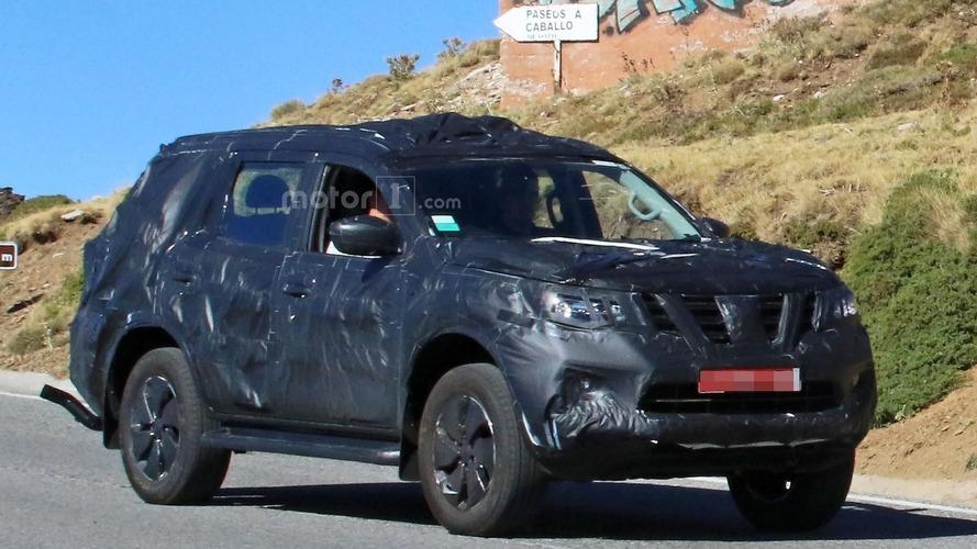 Nissan Navara SUV casus fotoğrafları