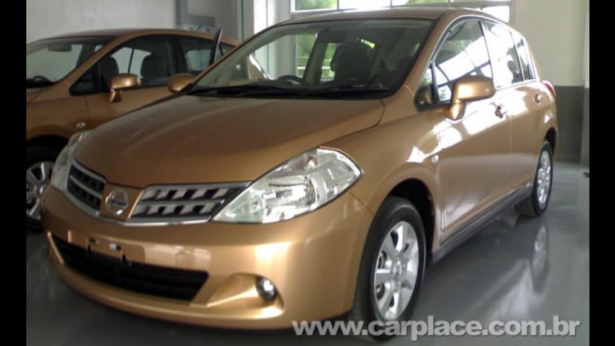 Flagrado! Nissan Tiida reestilizado aparece sem disfarces na Tailândia
