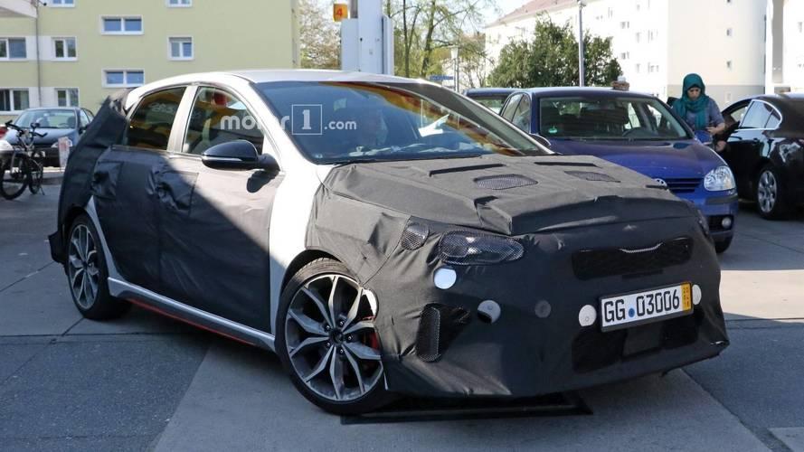 La future Kia Ceed GT surprise en cours d'essais