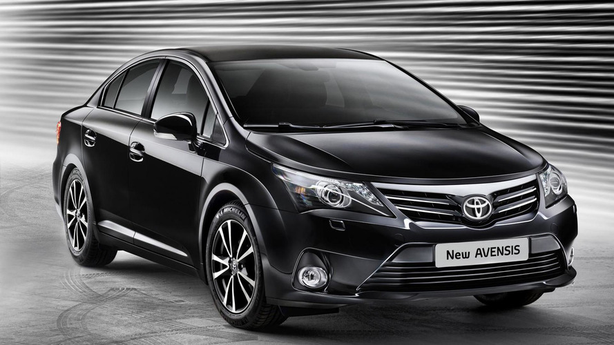 2012 Toyota Avensis facelift unveiled