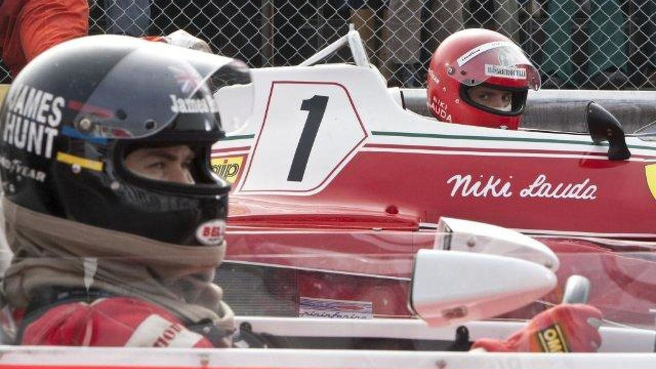 Still of Daniel Brühl and Chris Hemsworth in Rush