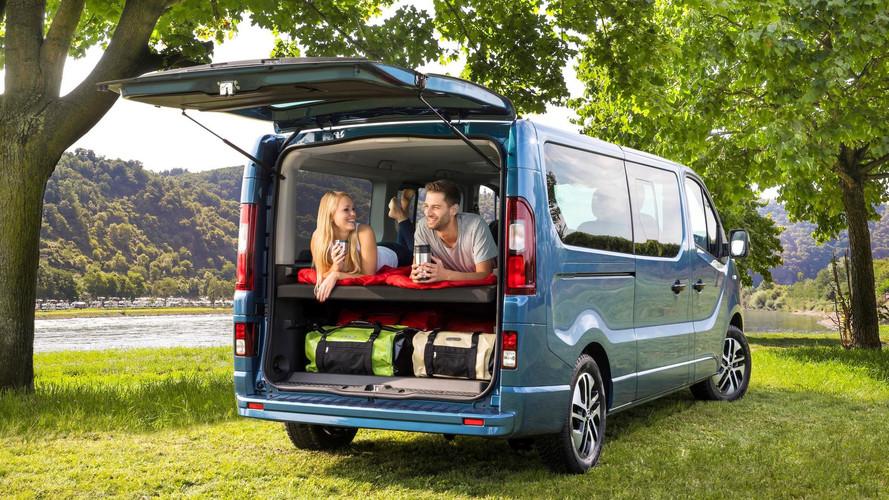 Opel Vivaro Life içerisinde iki kişi uyuyabiliyor