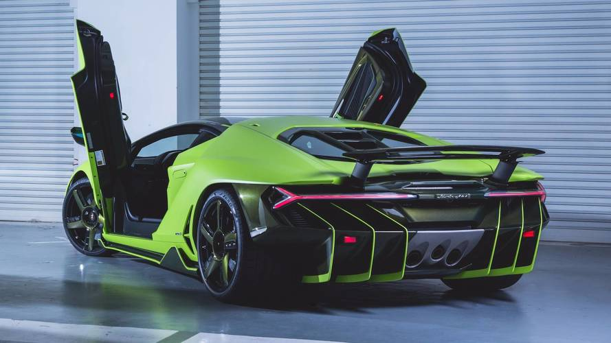 Yeni Lamborghini Centenario Hong Kong'a indi