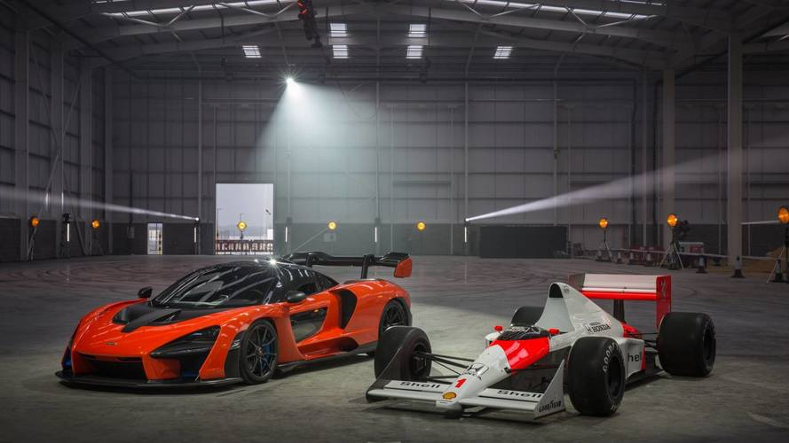 Stílusos gyáravató: F1-es autót driftelt körbe a McLaren Senna