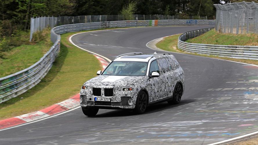 BMW X7, Nürburgring'de gazlarken yakalandı