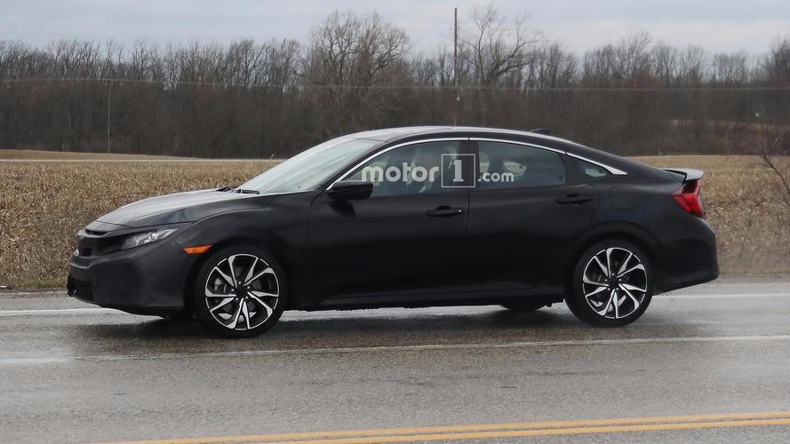 Honda Civic Si Sedan spor yüzünü gizliyor