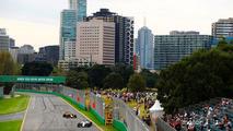 Lance Stroll, Williams FW40, Daniel Ricciardo, Red Bull Racing RB13