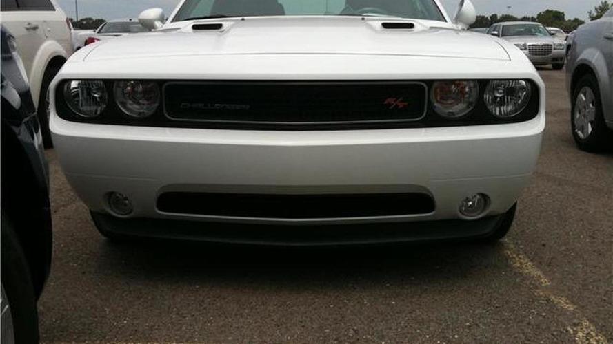 2011 Dodge Challenger V6 specs released