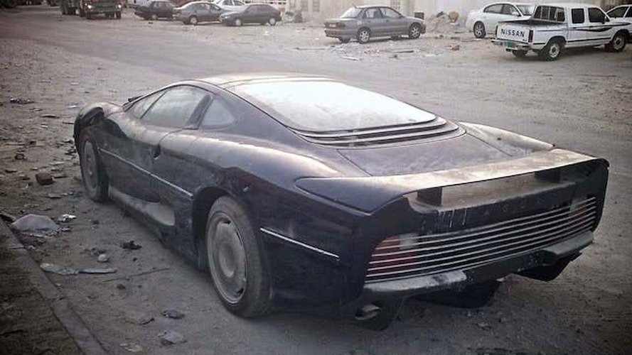 Jaguar XJ220 Left to Perish
