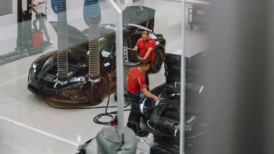 Porsche, Mission E prototiplerini gösteren bir fotoğraf paylaştı
