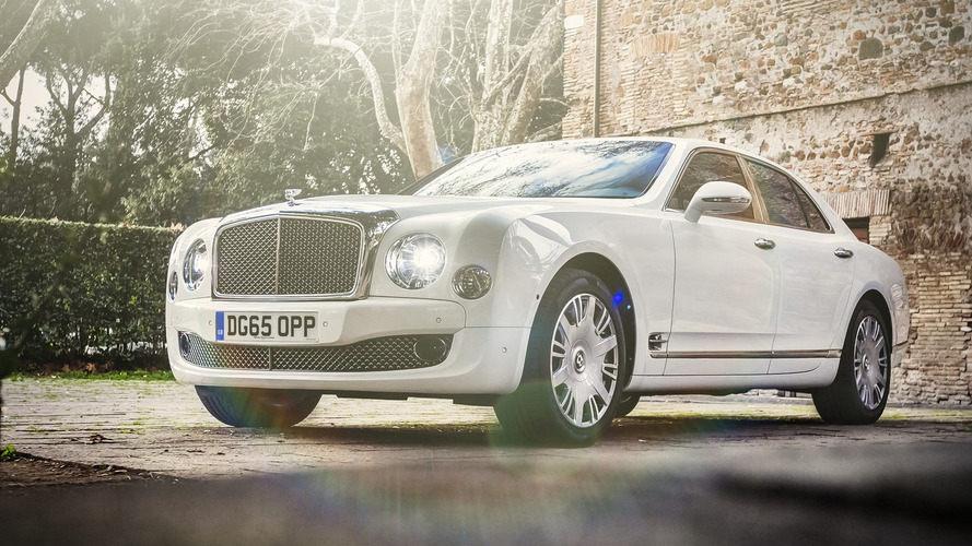Photo Shoot: 2016 Bentley Mulsanne Speed [video]