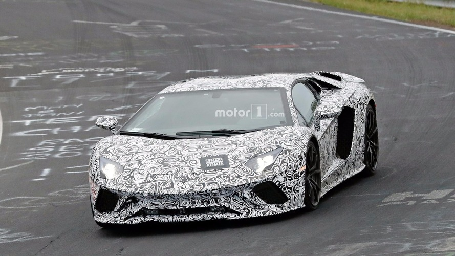 Lamborghini Aventador restylée photos espion