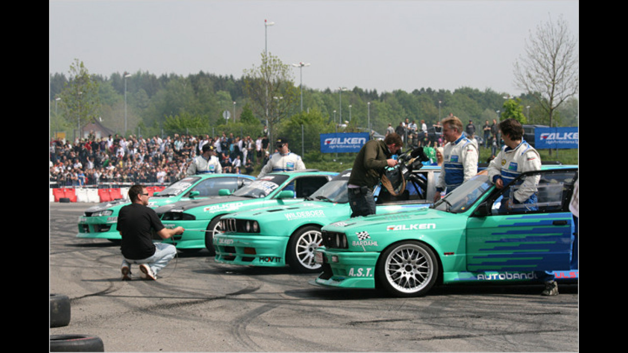 Falken-Drift-Show