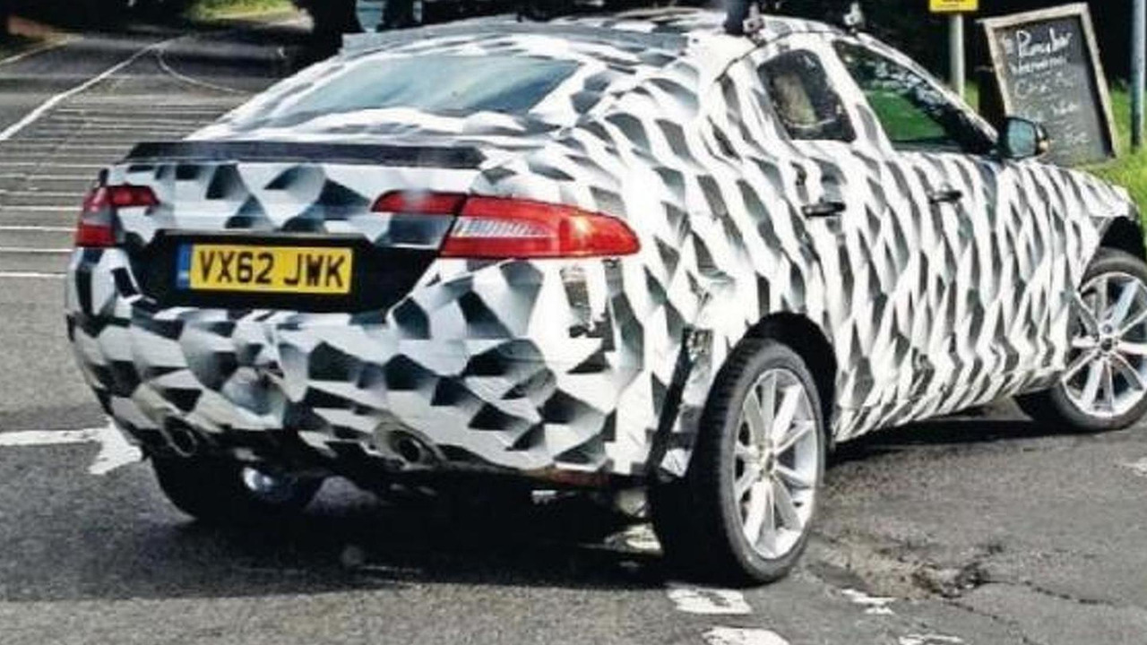 Jaguar XQ mule spy photo 29.08.2013