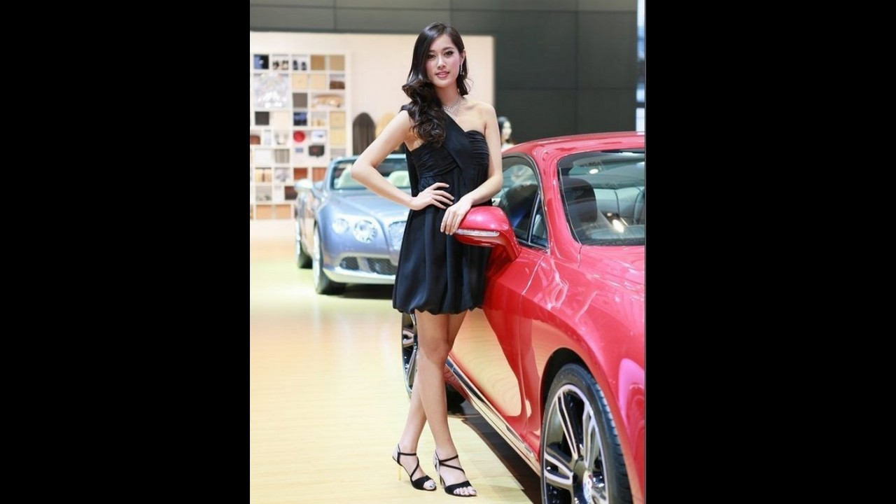 Salão de Pequim 2012 recebe punição por modelos usarem roupas curtas