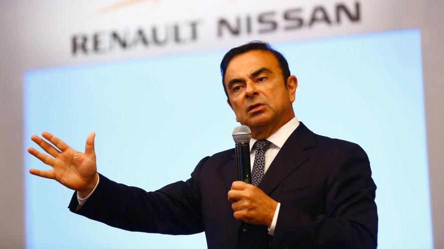 Carlos Ghosn é eleito presidente da Mitsubishi e passa a acumular três salários