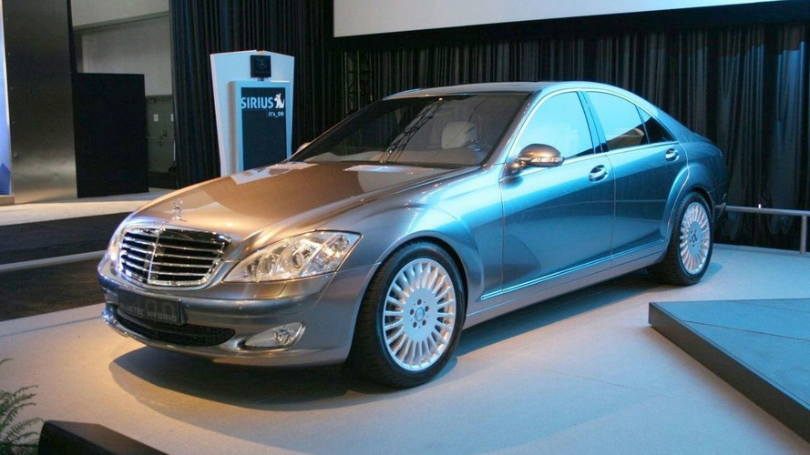 Mercedes-Benz Introduces S400 BLUETEC HYBRID Concept