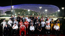 Drivers group pictures - Formula 1 World Championship, Rd 19, Abu Dhabi Grand Prix, Friday, 12.11.2010