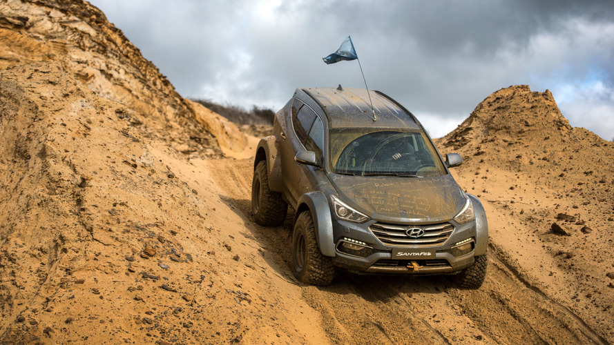 Motor1 UK Drives A Record-Breaking Hyundai Santa Fe