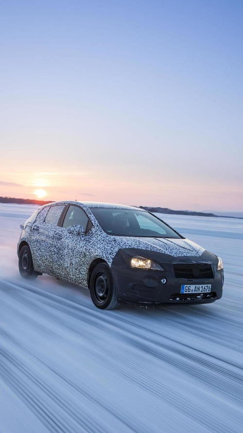 Opel highlights the camouflage on the 2016 Astra prototypes