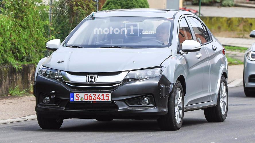 Flagra Novo Honda Insight na pele do City
