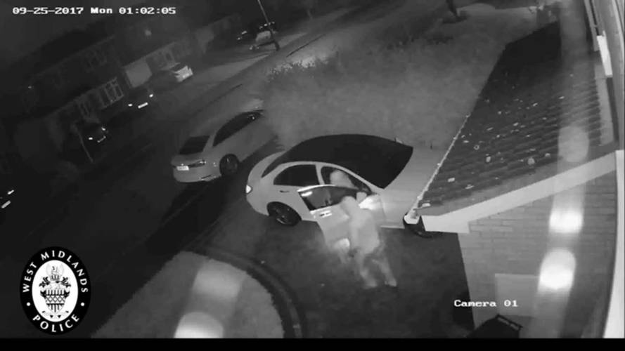 Watch Thieves Exploit Mercedes Keyless Tech To Steal This Car