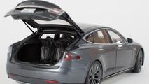 Tesla Model S scale model