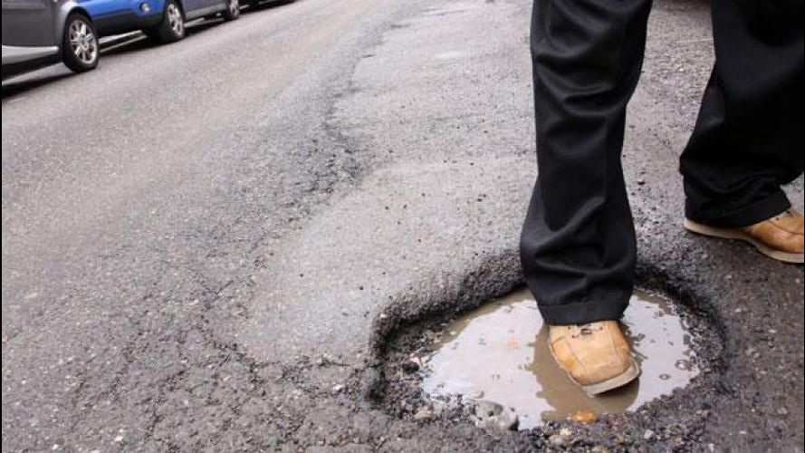 Strade di Roma, è scandalo per le voragini sull'asfalto