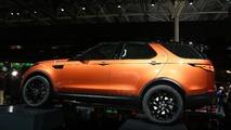 2017 Land Rover Discovery Paris Motor Show