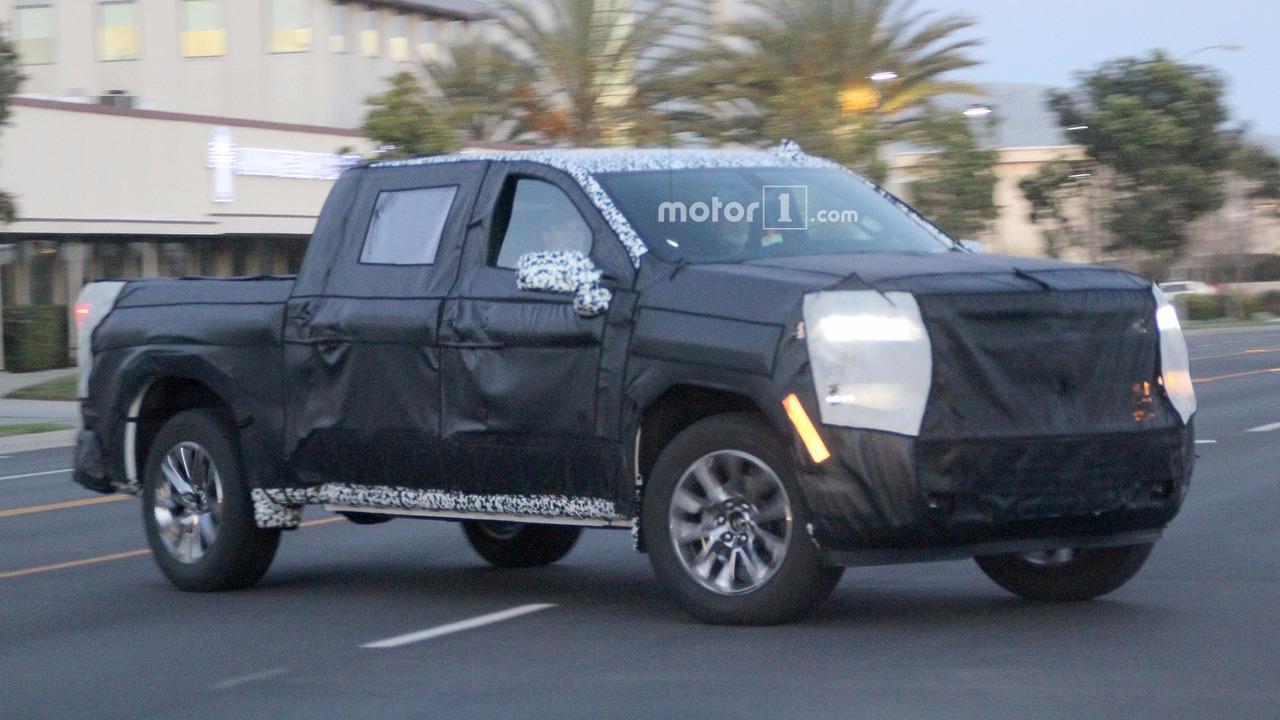 Next Generation Chevrolet Silverado Spied With Overhauled