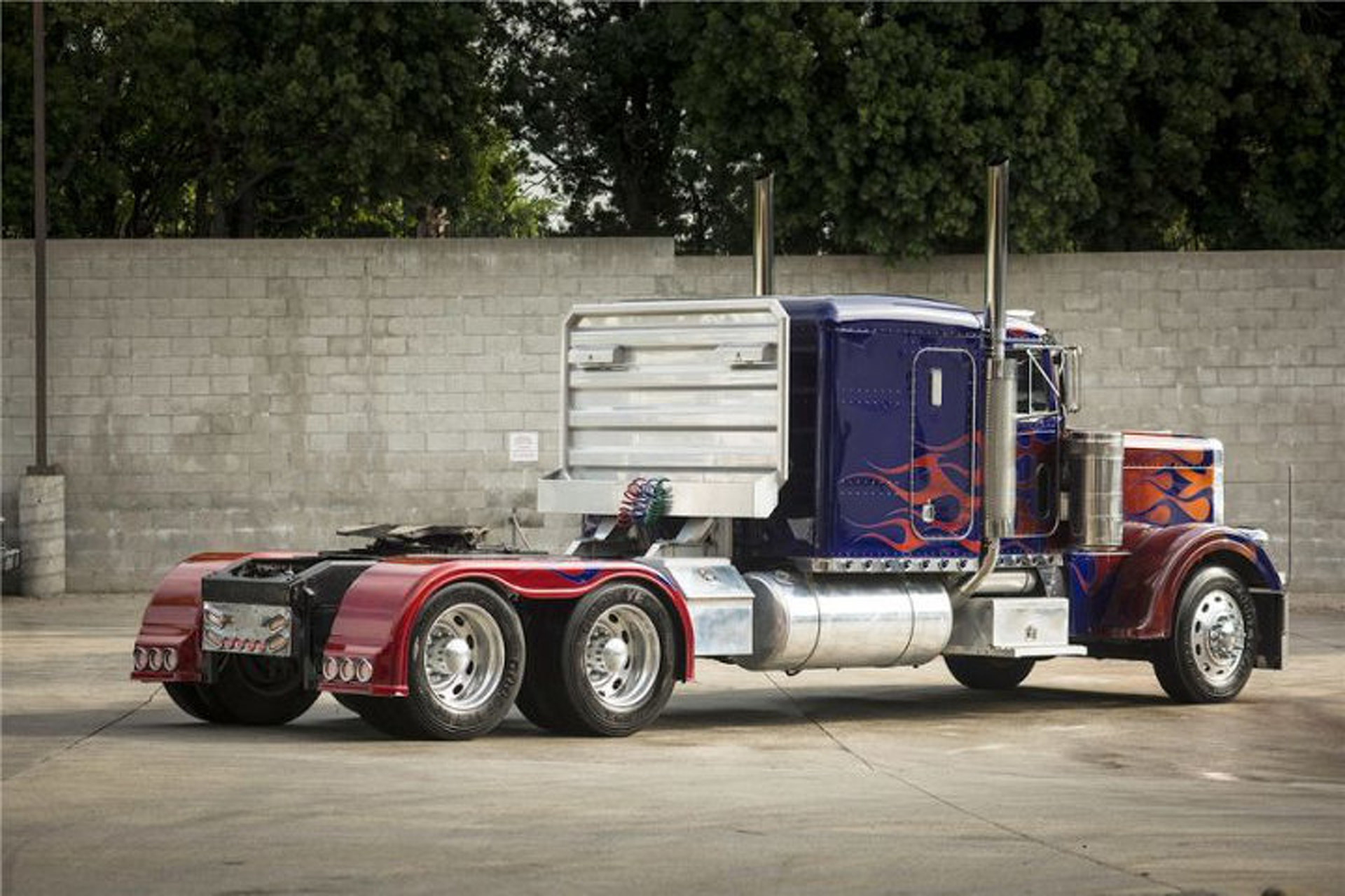 "Optimus Prime and Bumblebee Vehicles from ""Transformers"" Headed to Auction"
