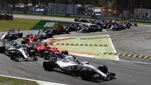 Lance Stroll, Williams FW40, Kimi Raikkonen, Ferrari SF70H, Valtteri Bottas, Mercedes AMG F1 W08, Sebastian Vettel, Ferrari SF70H on the opening lap