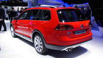 Volkswagen Golf Alltrack displays its rugged looks in Paris