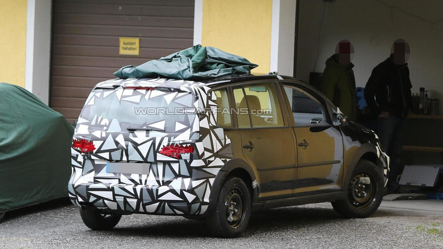 2015 Skoda Roomster chassis testing mule spied in the Alps
