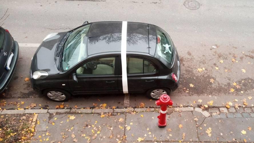 Ragasztószalaggal tanították móresre ezt az budapesti autóst