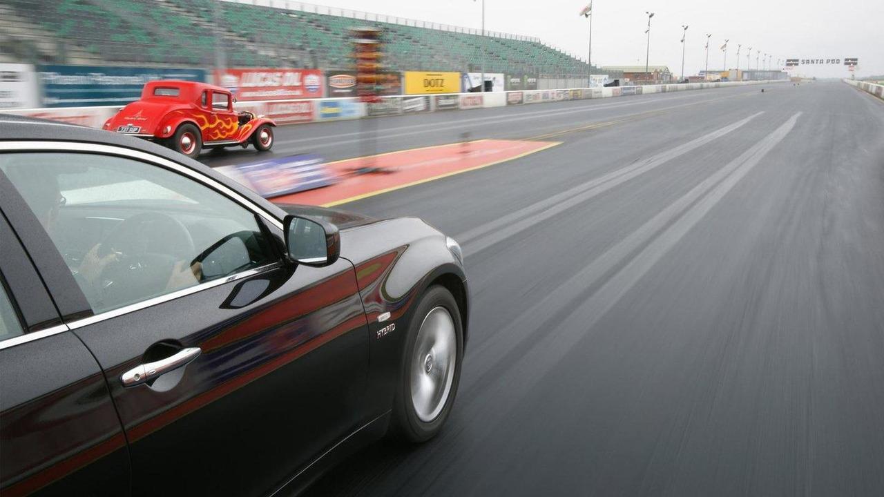 Infiniti M35h quarter mile record 21.09.2011